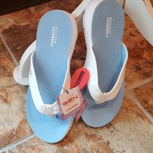 NWT Skechers Gen5 Go Walk Goga Max Sandals 8